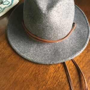 Grey wool felt hat with leather ties